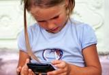 """Lo smartphone fa venire la sindrome """"Collo da sms"""""""
