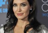 Tumore al seno: le storie delle celebrità condizionano (in peggio) le scelte delle donne