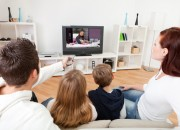 5 ore di tv al giorno triplicano il rischio di disabilità da anziani