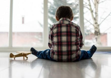 Bambini autistici a rischio bullismo da fratelli e compagni