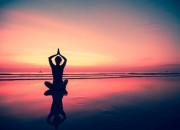 Praticare yoga regolarmente abbassa la pressione