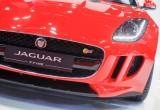 Jaguar. Scalpita la F-Type: il nuovo Ingenium da 300 cv è pura potenza
