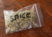 Il mondo delle droghe tra teenager, cannabis e Spice