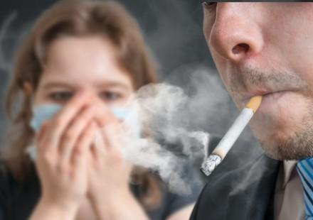 Il fumo passivo danneggia la vista dei bambini